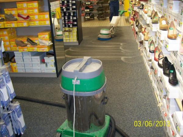 Kvalitní čištění koberců-účinné kartačování a čištění kot. strojem