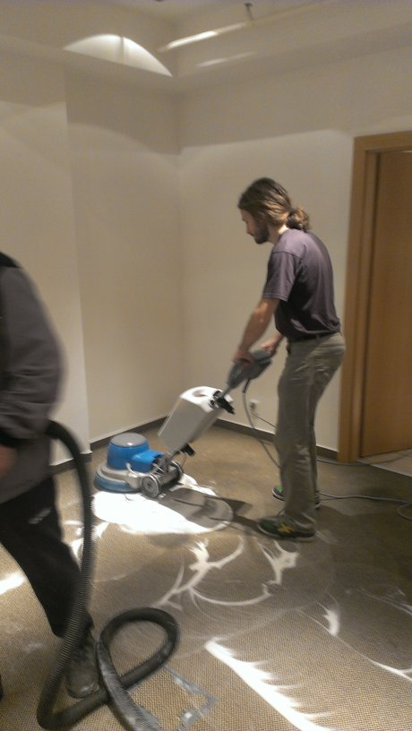Generální, strojní čištění a dezinfekce koberců