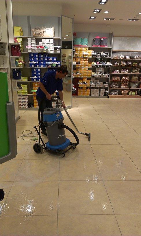 Ostrava hloubkové čištění podlah, voskování